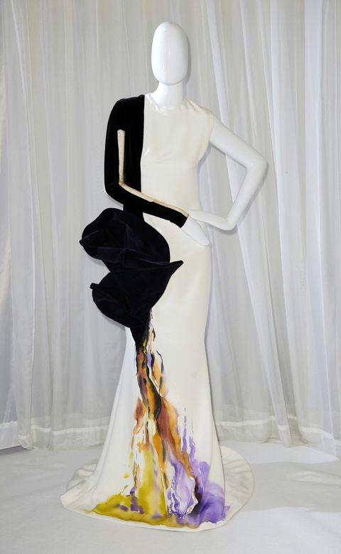 Shoulder, Back, Waist, Curtain, One-piece garment, Gown, Costume design, Fashion model, Haute couture, Day dress,