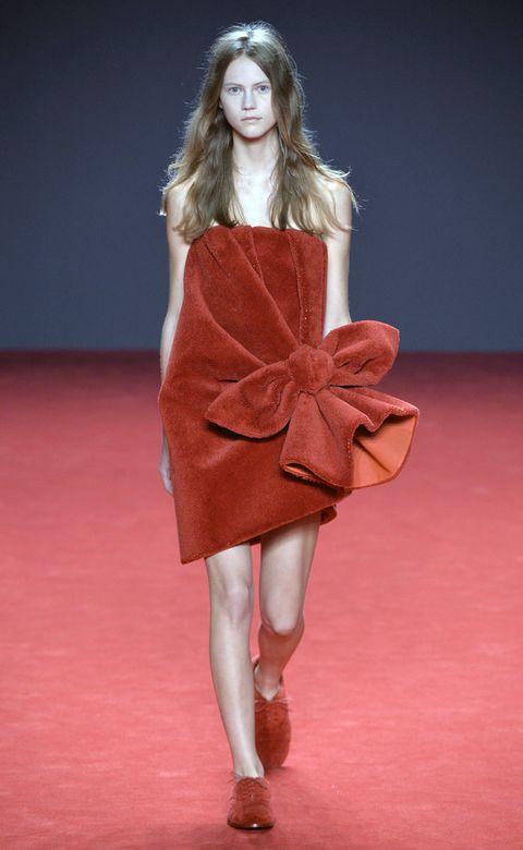 Human, Human body, Shoulder, Dress, Flooring, Joint, Fashion, One-piece garment, Fashion model, Day dress,