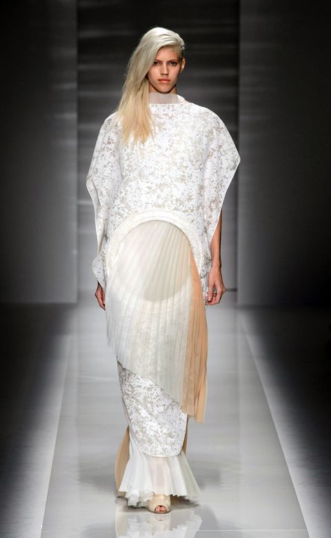 Fashion show, Shoulder, Textile, Joint, Runway, Style, Fashion model, Waist, Fashion, Model,