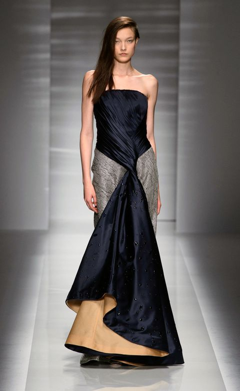 Clothing, Dress, Shoulder, Textile, Fashion show, Joint, Waist, One-piece garment, Formal wear, Style,