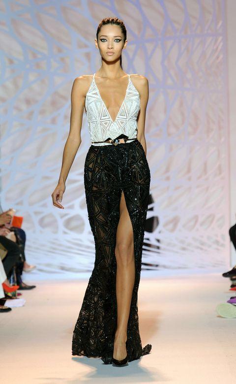 Fashion show, Human body, Shoulder, Runway, Joint, Fashion model, Style, Waist, Model, Fashion,