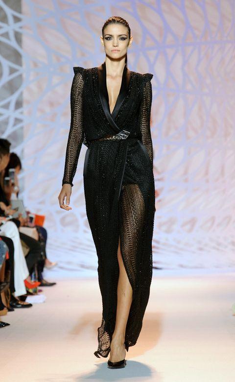 Fashion show, Shoulder, Runway, Style, Fashion model, Waist, Fashion, Neck, Model, Fashion design,