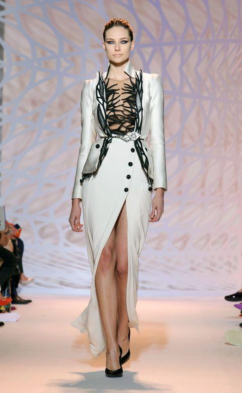Fashion show, Shoulder, Runway, Fashion model, Style, Fashion, Model, Waist, Haute couture, Public event,