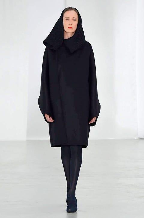 Sleeve, Shoulder, Textile, Joint, Standing, Fashion, Knee, Fashion model, Street fashion, Costume design,