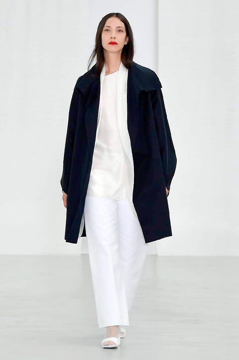 Sleeve, Shoulder, Textile, Joint, Outerwear, Style, Collar, Coat, Fashion model, Fashion show,