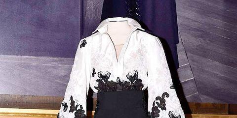 Sleeve, Textile, Formal wear, Style, Costume design, Dress, Black, One-piece garment, Animation, Fashion illustration,