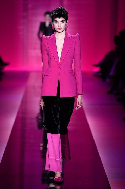Fashion show, Outerwear, Magenta, Fashion model, Pink, Runway, Style, Purple, Blazer, Fashion,