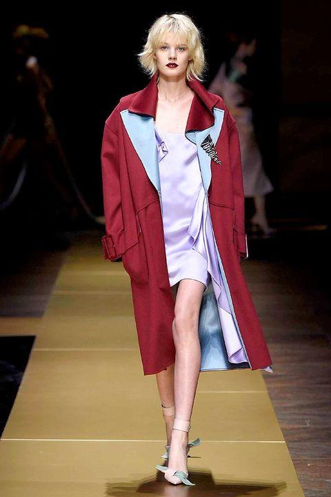 Fashion show, Shoulder, Outerwear, Runway, Fashion model, Style, Fashion, High heels, Jewellery, Model,