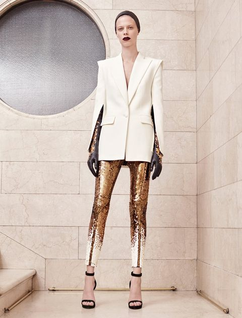 Outerwear, Collar, Style, Blazer, Knee, Street fashion, Beige, Fashion model, Fashion design, Natural material,