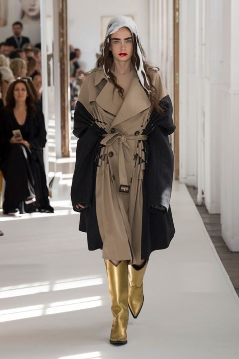 Fashion, Fashion model, Clothing, Fashion show, Runway, Coat, Outerwear, Shoulder, Overcoat, Trench coat,