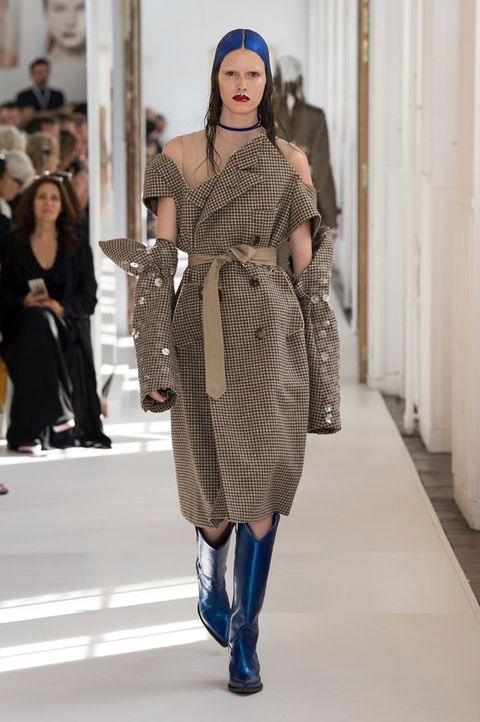 Clothing, Nose, Sleeve, Shoulder, Outerwear, Fashion show, Style, Street fashion, Fashion model, Winter,