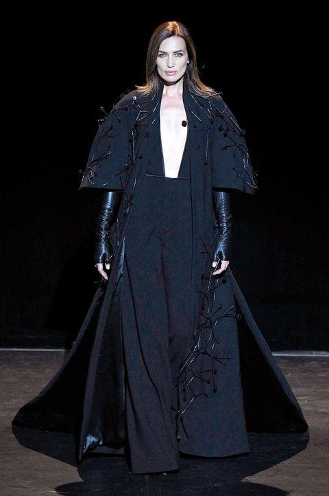 Fashion, Fashion model, Runway, Clothing, Fashion show, Haute couture, Outerwear, Fashion design, Event, Costume design,