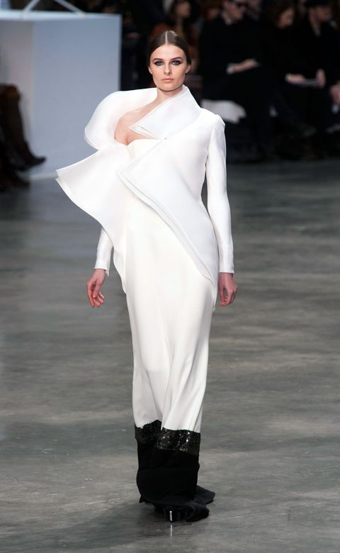 Fashion show, Skin, Shoulder, Joint, Runway, Fashion model, Style, Formal wear, Fashion, Neck,