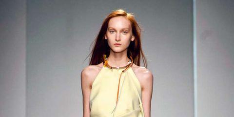 Sleeve, Human body, Shoulder, Joint, Waist, Style, Jewellery, Formal wear, Fashion model, Fashion accessory,