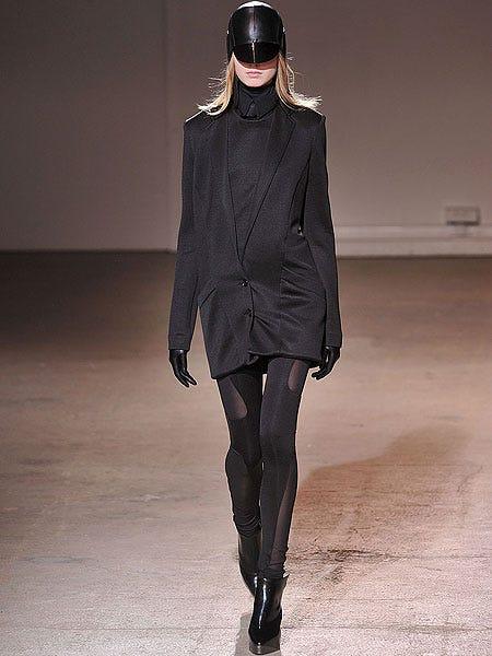 Clothing, Sleeve, Textile, Joint, Fashion show, Outerwear, Style, Fashion model, Knee, Street fashion,
