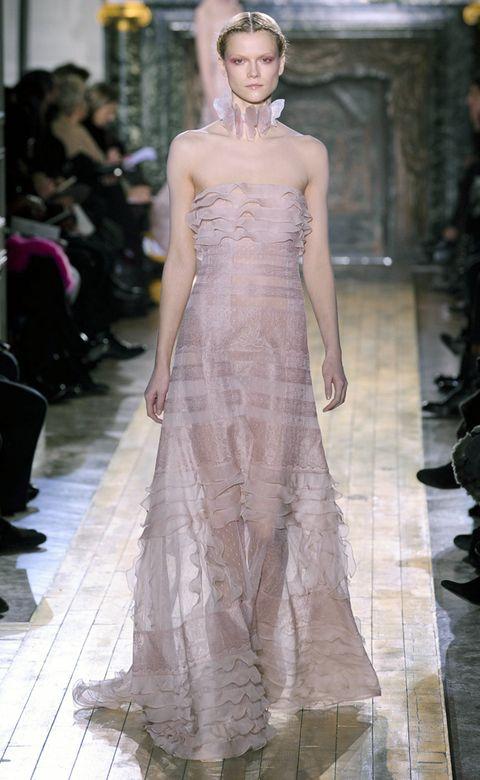 Shoulder, Fashion show, Dress, Style, Gown, Formal wear, Fashion model, Fashion, Runway, Waist,