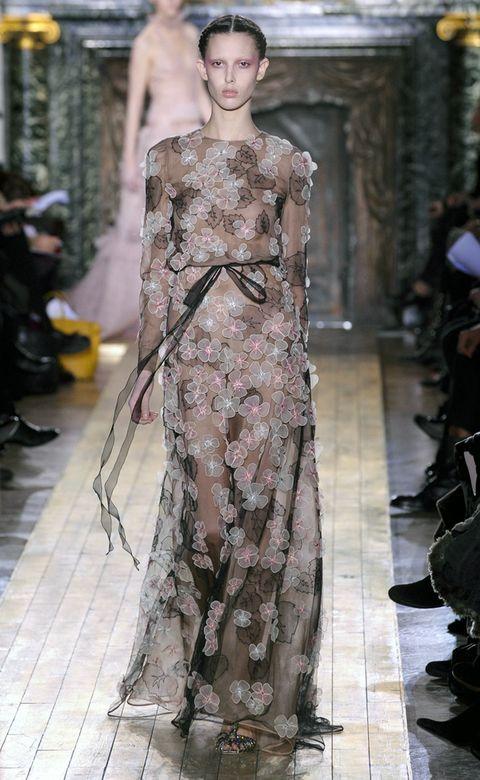 Dress, Style, Fashion model, One-piece garment, Fashion, Fashion show, Waist, Street fashion, Model, Day dress,
