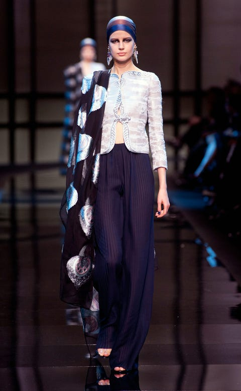 Fashion show, Outerwear, Style, Runway, Fashion model, Street fashion, Fashion, Model, Jewellery, Waist,