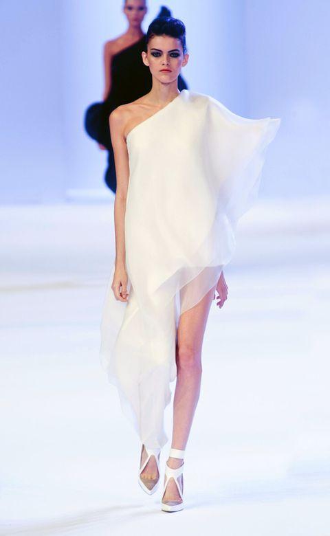 Human, Fashion show, Skin, Shoulder, Dress, Joint, Human leg, Style, One-piece garment, Runway,
