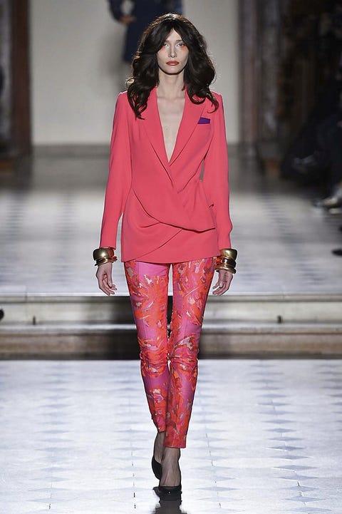 Fashion show, Outerwear, Runway, Style, Fashion model, Jewellery, Fashion, Street fashion, Blazer, Model,