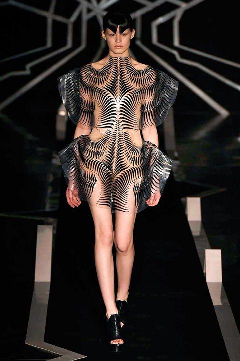 Fashion show, Shoulder, Human leg, Joint, Runway, Style, Fashion model, Dress, Fashion, Knee,