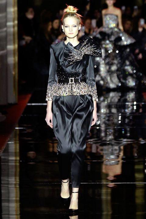 Style, Jewellery, Fashion model, Fashion show, Fashion accessory, Fashion, Runway, Costume design, Model, Waist,