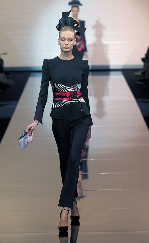Style, Lipstick, Fashion, Waist, Knee, Street fashion, Fashion model, Costume accessory, Fashion design, High heels,