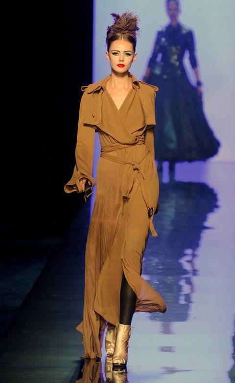 Human, Fashion show, Hairstyle, Sleeve, Human body, Runway, Fashion model, Costume design, Style, Waist,