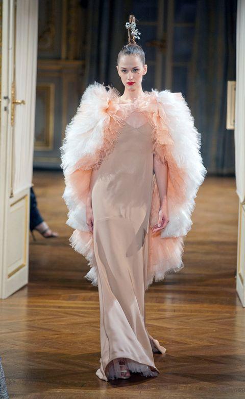 Textile, Floor, Flooring, Style, Fur clothing, Fashion model, Fashion show, Wood flooring, Natural material, Fashion,
