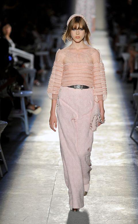 Shoulder, Fashion show, Joint, Style, Fashion model, Runway, Waist, Fashion, Neck, Street fashion,