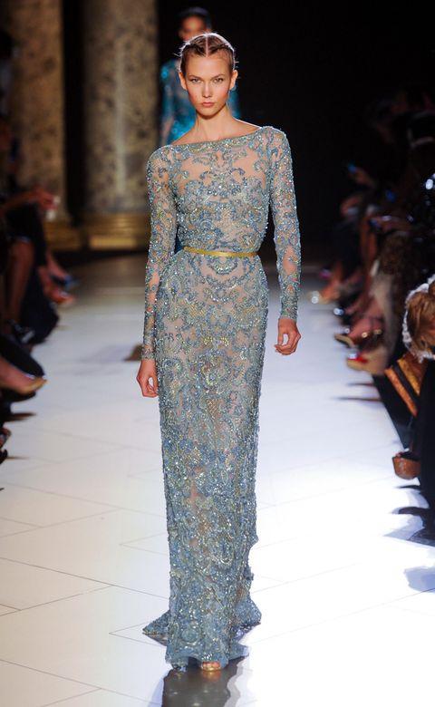 Fashion show, Shoulder, Runway, Fashion model, Style, Fashion, Beauty, Waist, Model, Fashion design,