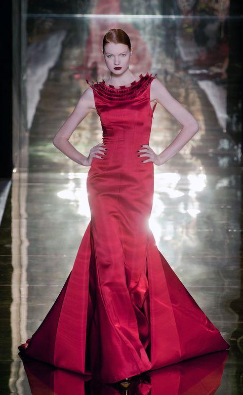 Dress, Shoulder, Textile, Red, Formal wear, Fashion model, Gown, Style, One-piece garment, Waist,