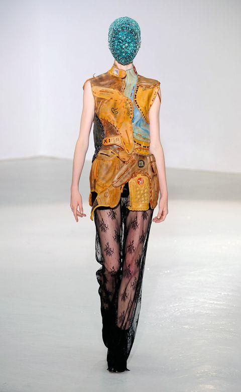 Human, Human body, Shoulder, Human leg, Joint, Waist, Fashion show, Knee, Runway, Fashion,