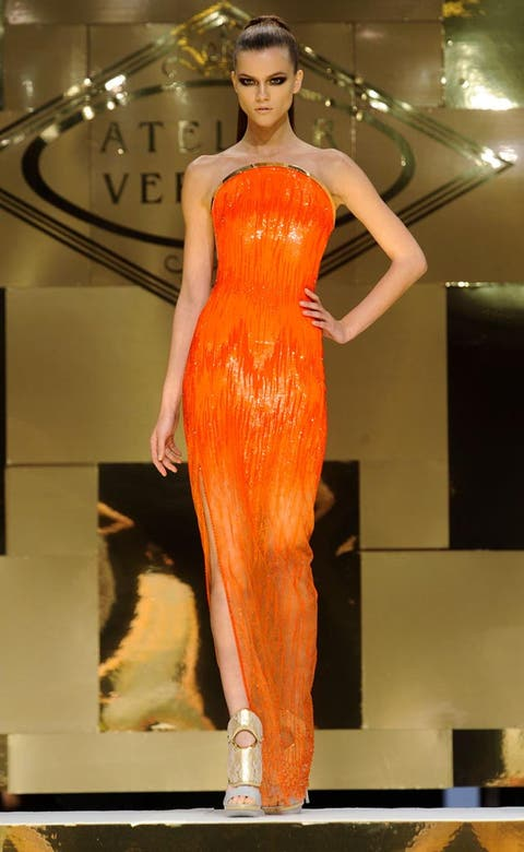 Fashion show, Hairstyle, Dress, Shoulder, Runway, Fashion model, Waist, Style, Beauty, One-piece garment,