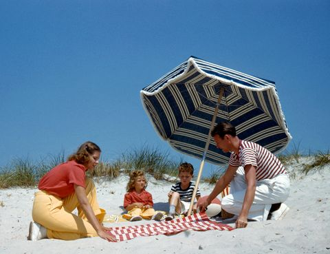 Sand, People on beach, Tourism, Leisure, People in nature, Summer, Interaction, Sharing, Vacation, Sitting,