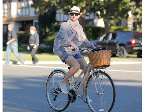 Eyewear, Bicycle tire, Tire, Wheel, Bicycle wheel rim, Bicycle wheel, Bicycle, Bicycle frame, Shoe, Hat,