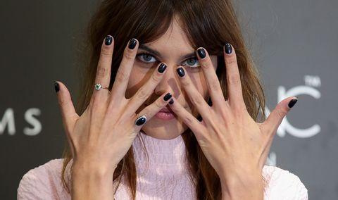 Finger, Skin, Wrist, Hand, Nail, Eyelash, Nail care, Beauty, Gesture, Manicure,