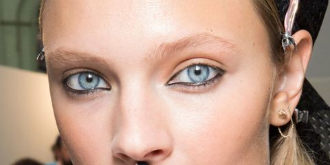 Finger, Lip, Brown, Skin, Forehead, Eyelash, Eyebrow, Nail, Earrings, Style,