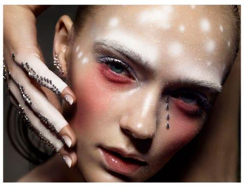 Lip, Finger, Cheek, Brown, Skin, Eyelash, Eyebrow, Style, Nail, Organ,