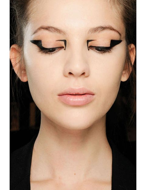 Lip, Cheek, Hairstyle, Skin, Chin, Forehead, Eyelash, Eyebrow, Eye shadow, Style,