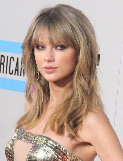 Mouth, Lip, Hairstyle, Chin, Shoulder, Eyebrow, Eyelash, Style, Step cutting, Long hair,