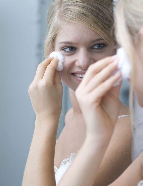Hair, Face, Head, Finger, Lip, Hairstyle, Skin, Forehead, Eyebrow, Eyelash,