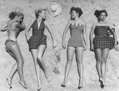 Leg, Waist, Human leg, Photograph, Joint, Pattern, Style, Dress, One-piece garment, Thigh,