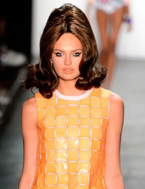 Lip, Hairstyle, Shoulder, Joint, Eyelash, Style, Jewellery, Fashion model, Orange, Amber,