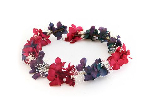 Petal, Red, Magenta, Christmas decoration, Costume accessory, Cut flowers, Artificial flower, Creative arts, Natural material, Hair accessory,