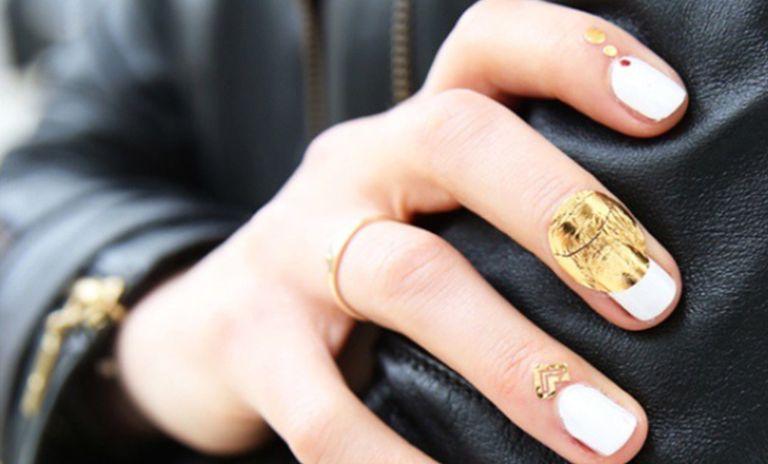 El tatuaje de cutículas ha destronado a las lacas de uñas