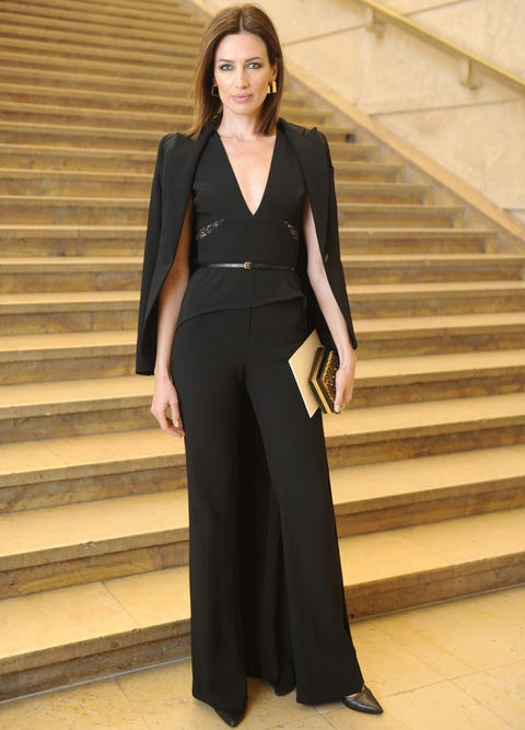 Sleeve, Human body, Shoulder, Standing, Stairs, Formal wear, Collar, Style, Waist, Fashion,