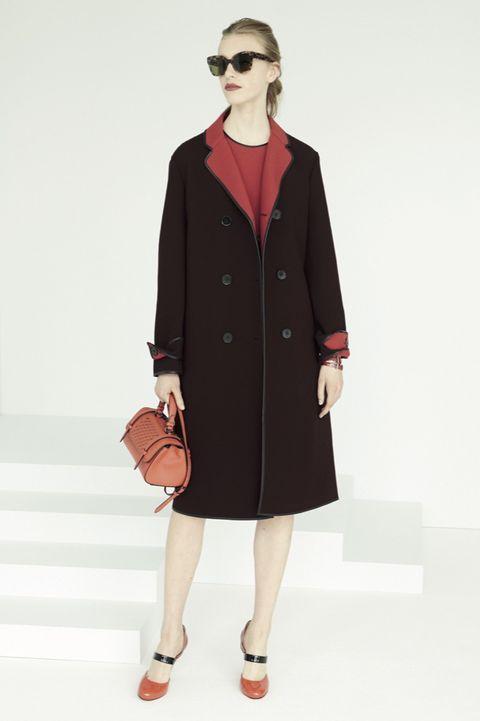 Clothing, Eyewear, Coat, Collar, Sleeve, Shoulder, Textile, Joint, Bag, Outerwear,