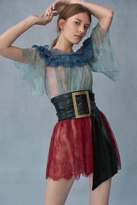 Sleeve, Shoulder, Textile, Waist, Hand, Joint, One-piece garment, Trunk, Fashion model, Fashion,