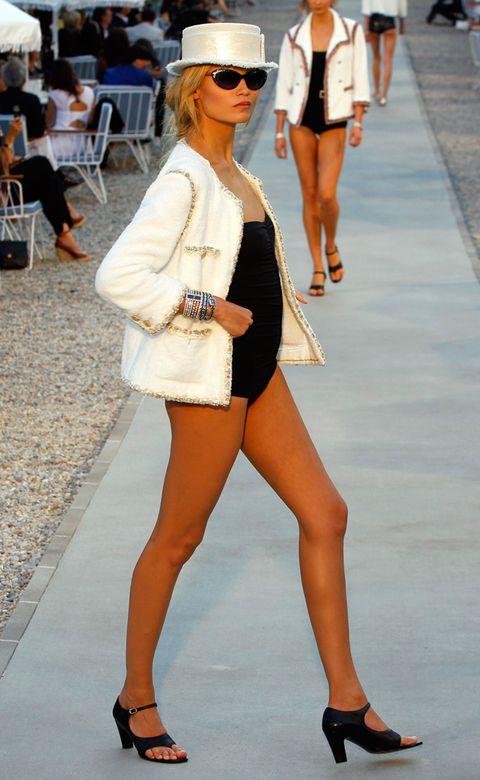 Clothing, Eyewear, Footwear, Leg, Brown, Human leg, Joint, Outerwear, White, Bag,